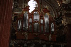 Organy w kościele 2323
